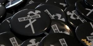 plain_view_media_slide_buttons_dead_south_01